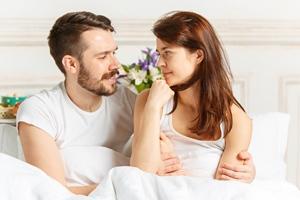 排卵期腹部肿痛正常吗