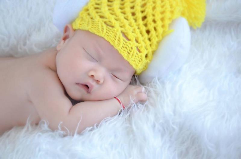 三个月宝宝咬下嘴唇是怎么回事宝宝爱吸嘴唇怎么办