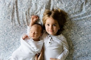 三个月宝宝左右晃脑袋的原因吃什么能缓解